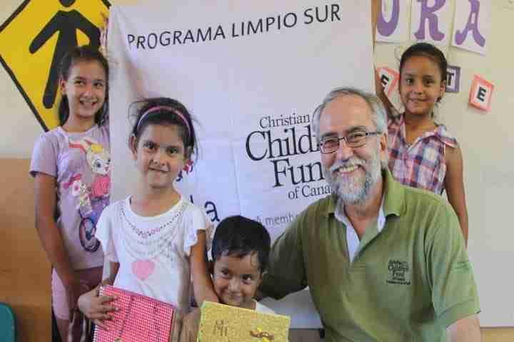 Jorge with children