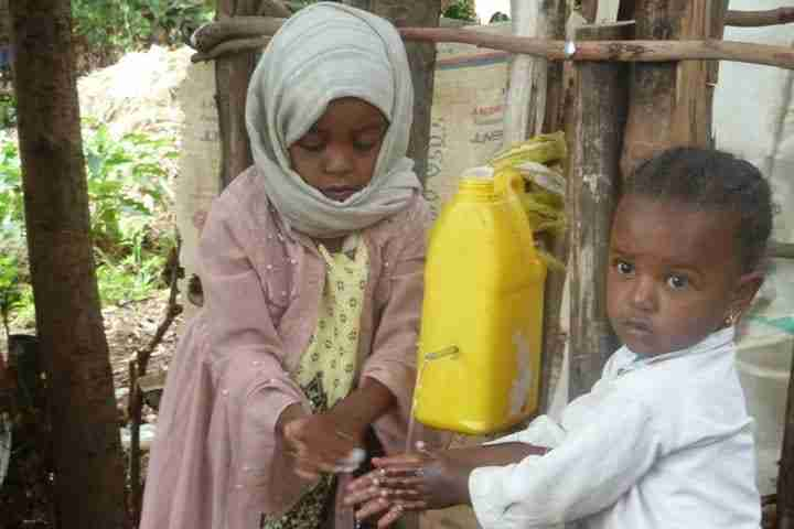 ChildrenWashHands-Ethiopia-FromField-1019